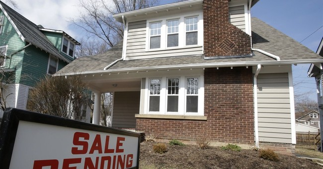 US pending home sales slip in October
