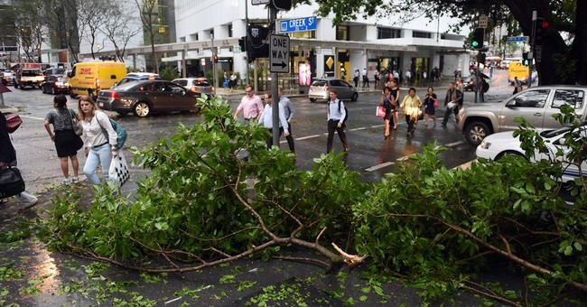 Storm cuts power, lifts roofs in Australian city