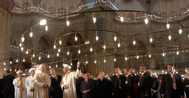 Pope visits Turkey amid Christian-Muslim tensions