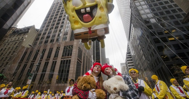 Giant balloons draw oohs, ahhs at Macy's parade