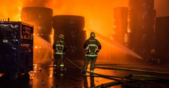 Huge fire destroys Southern California pallet yard