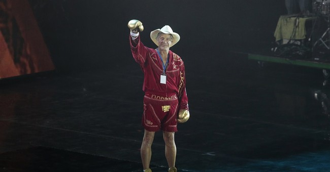 Mickey Rourke wins exhibition bout in Moscow