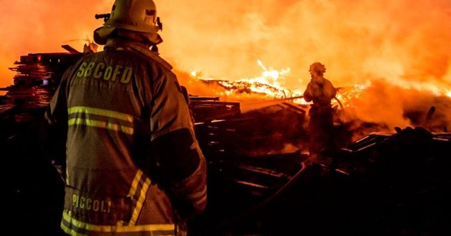 Huge fire destroys Southern California pallet yard