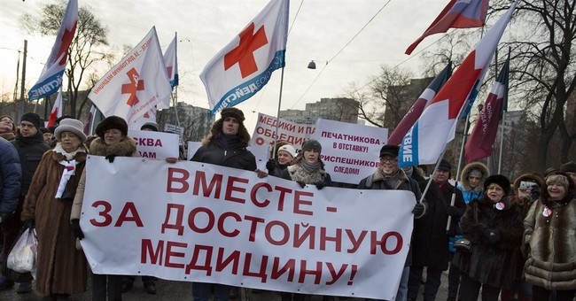 Thousands rally in Moscow against health care cuts