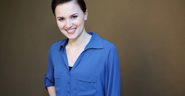 'Divergent' author promotes holiday giving