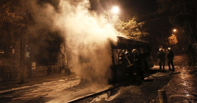 Greek anarchists burn cars, clash with police