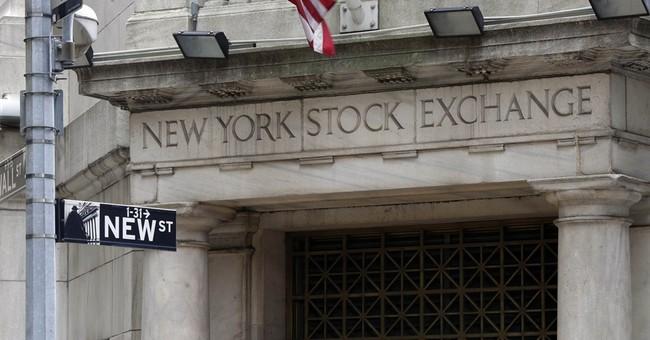 US stocks trade slightly higher; Oil gains