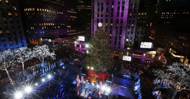 Thousands gather for NYC Christmas tree lighting