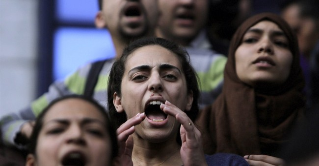 Egypt to criminalize 'insulting revolutions'