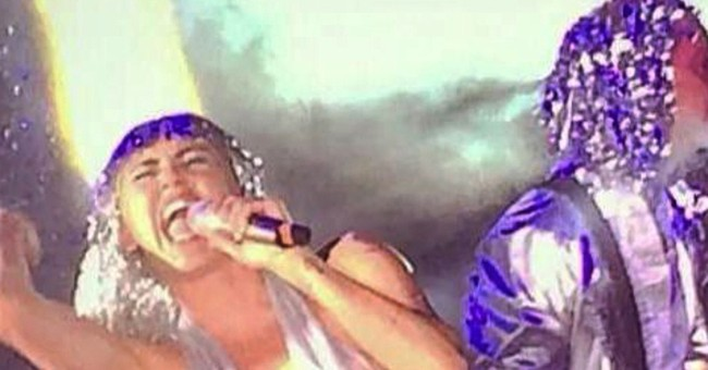 Miley Cyrus dazzles at Art Basel Miami Beach show
