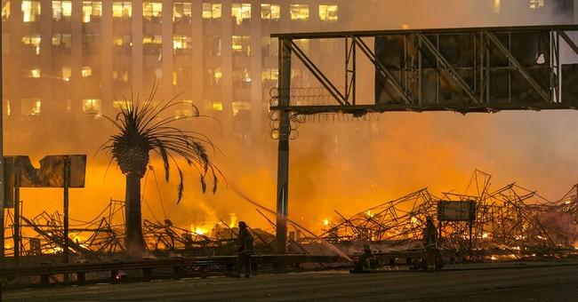 Fire destroys LA construction site, snarls traffic