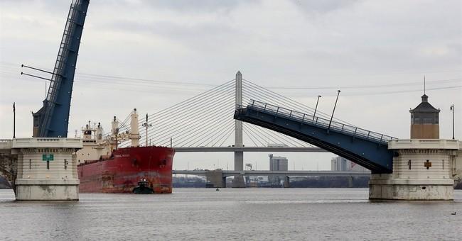 Toledo river bridge remains stuck in up position