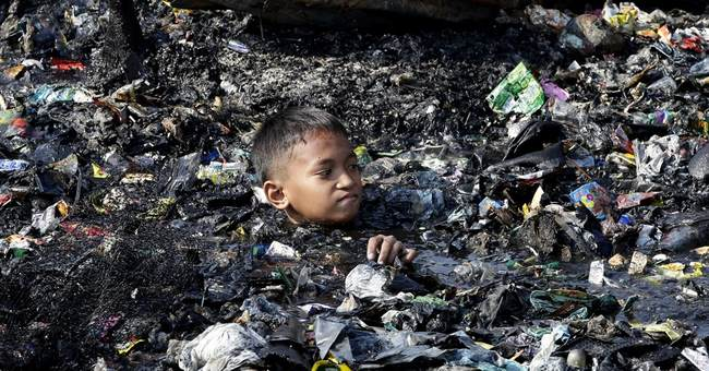 Image of Asia: Fire near Manila razes 200 houses
