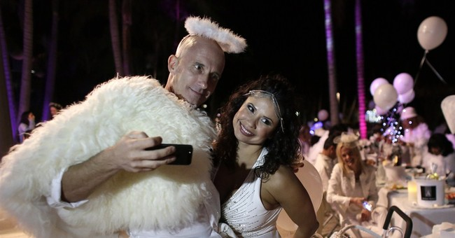 Miami dinner for 1,000 in white a secret until last minute
