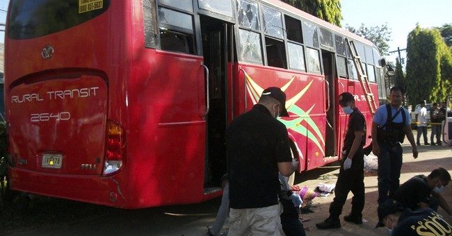 Suspected bomb kills 10 on Philippine passenger bus