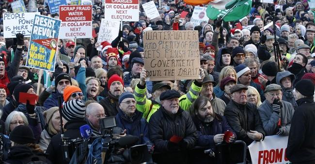 Thousands crowd Dublin to denounce Irish water tax