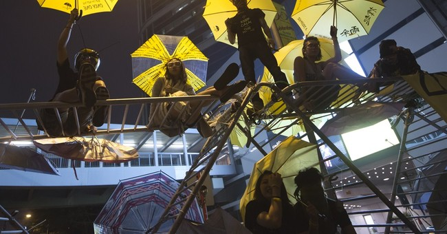 Hong Kong police start clearing main protest camp