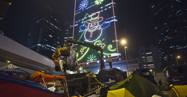Traffic resumes after Hong Kong clears protesters
