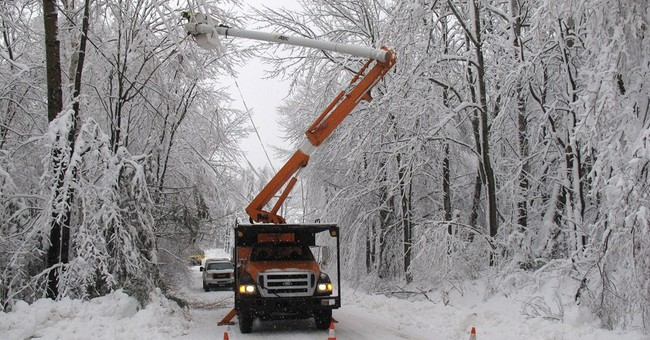 Power outages drop to under 900 in Vermont