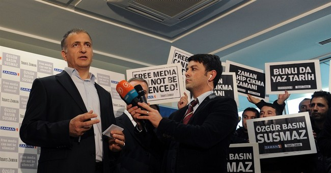 Journalists, police are detained in Turkish raids