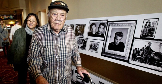 Wartime, Hollywood photographer Phil Stern dies