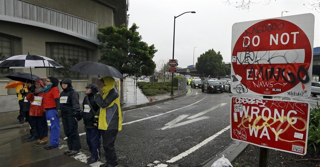 Protesters block roads by Oakland police building