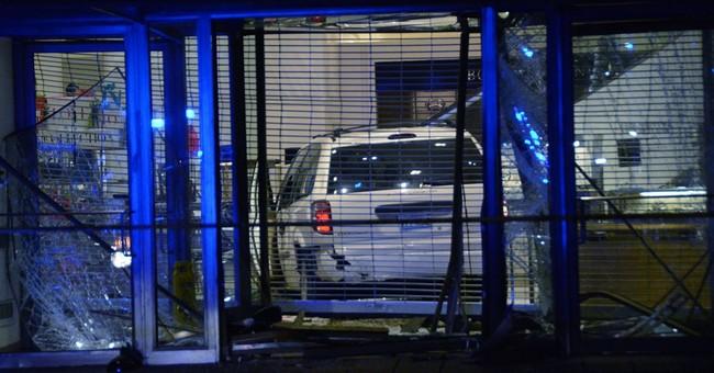 Chicago thieves adopt 'crash-and-grab' tactics