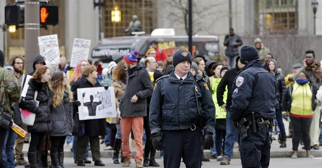 Expert: Killing shows strict police vetting needed