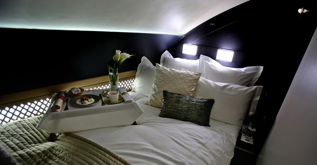 Abu Dhabi's Etihad gets A380, complete with suite