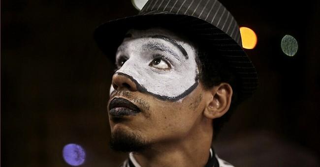 AP PHOTOS: Sheetos, the street-mime of Cairo