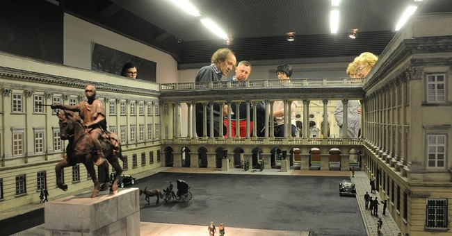Warsaw's lost architecture portrayed in miniature