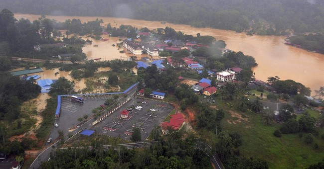 Malaysia PM cuts short holiday to deal with floods
