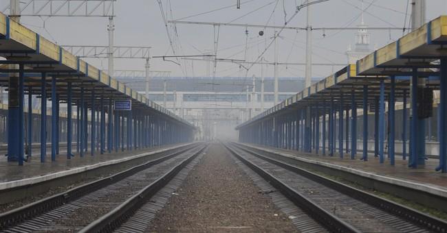 Ukraine says Crimea transport halt temporary