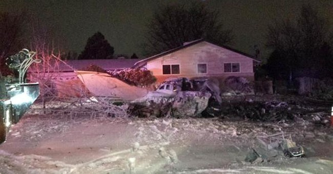 Small plane crashes feet from home, killing pilot