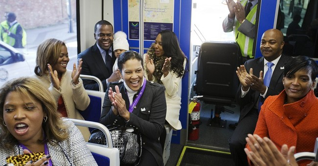 Atlanta streetcar makes inaugural run