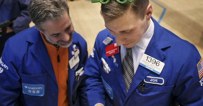 US stocks rise on the last trading day of 2014