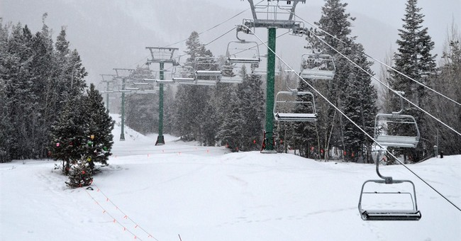 Flurries, scant snow in Vegas on New Year's Eve