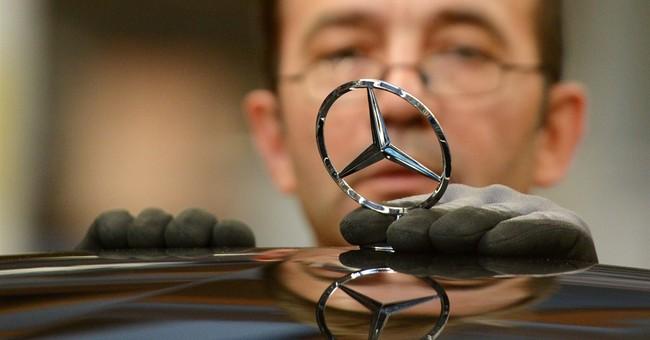 Automaker Daimler rebounds in Q4