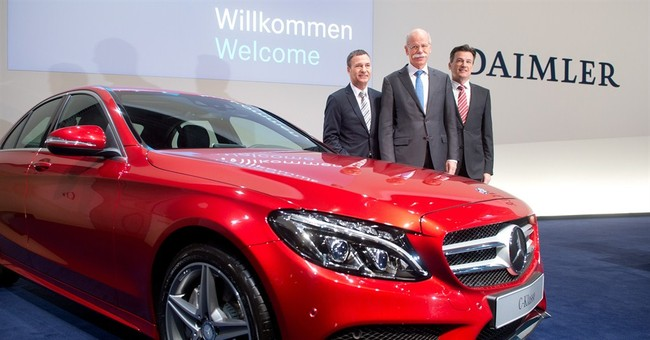 Automaker Daimler rebounds in Q4