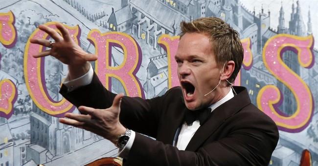 Neil Patrick Harris accepts Hasty Pudding award