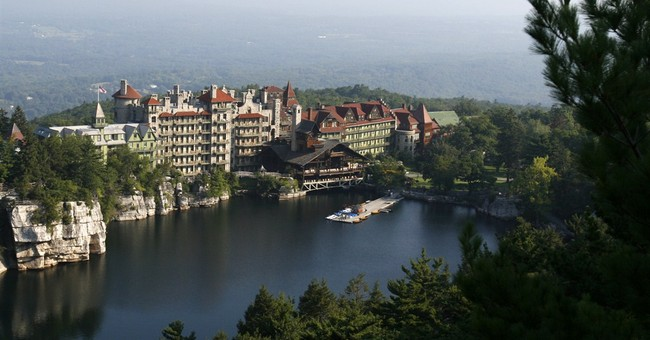 NY resort closing for a week after virus outbreak
