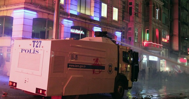 Turks clash with police over Internet legislation
