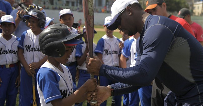 Griffey Jr., Larkin do baseball diplomacy in Cuba