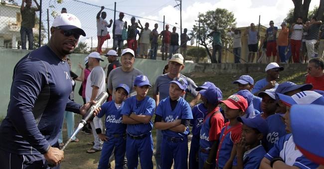 Griffey Jr., Larkin do baseball diplomacy in Cuba