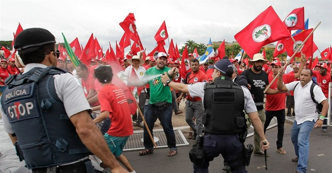 Landless peasants protest in Brazil's capital