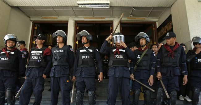 Thai court: Gov't, protesters didn't defy charter