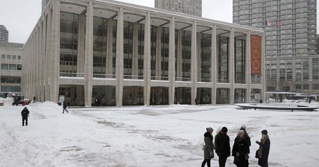 NY Fashion Week ends as snow wreaks fashion havoc