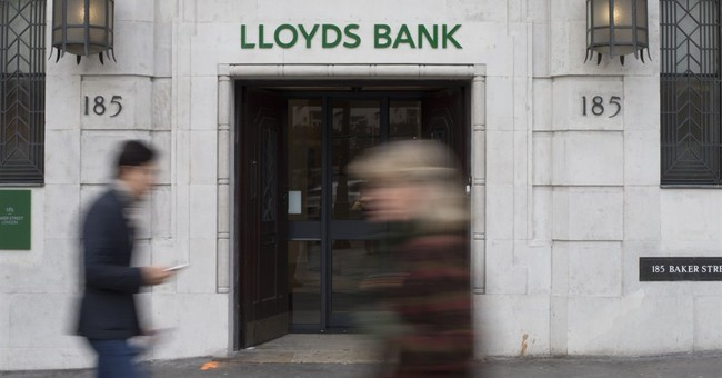 Lloyds lifts bonus pool, confirms dividend return
