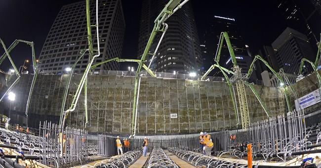 LA crews aim for largest continuous concrete pour