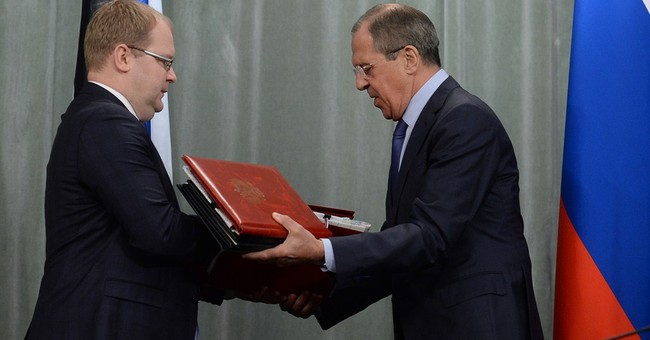 Russia finally signs border treaty with Estonia